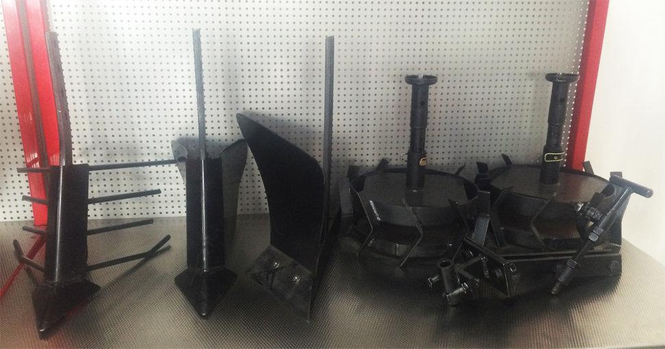 Комплект насадок для FJ500 (грунтозацепы, удлинитель, плуг, картофелевыкапыватель, окучник, сцепка) (2) в Багратионовске